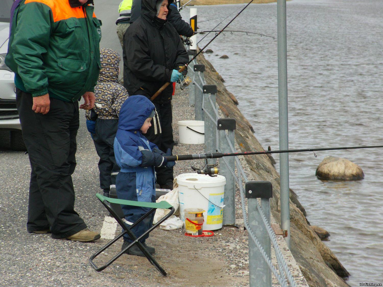 самый молодой рыбак на насве